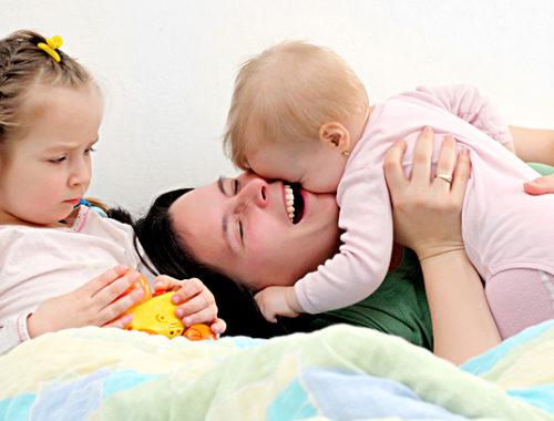Մայրիկը բալիկների հետ